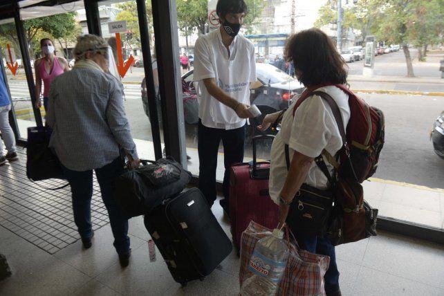 Desde el miércoles se tomó la temperatura a todos los pasajeros que llegaron a la Terminal de Omnibus Mariano Moreno.