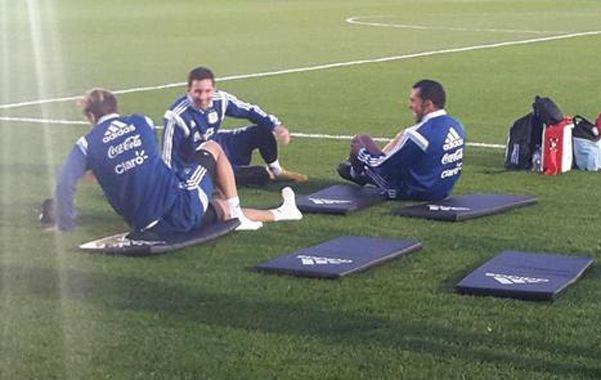 Messi y Tevez se sentaron frente a frente en las colchonetas