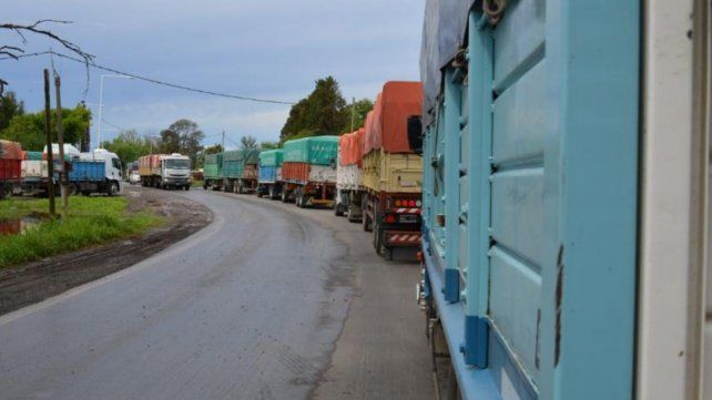 La ruta 91 es el último tramo en el que confluyen los camiones que vienen de las distintas carreteras de la Región a las terminales de Timbúes.