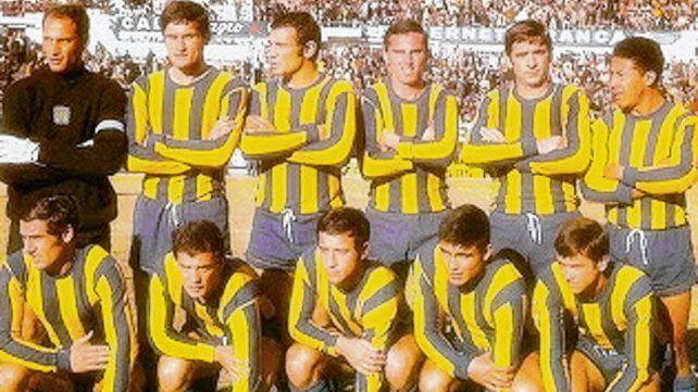 De esta formación de Central jugaron el último clásico de la década el Coco Pascuttini