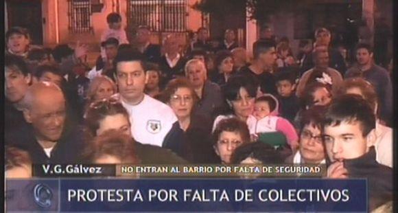 Vecinos de Villa Gobernador Gálvez salieron a pedir seguridad y transporte