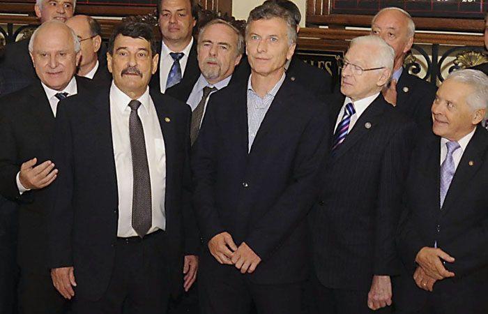 Macri junto a los dirigentes de la Bolsa de Comercio