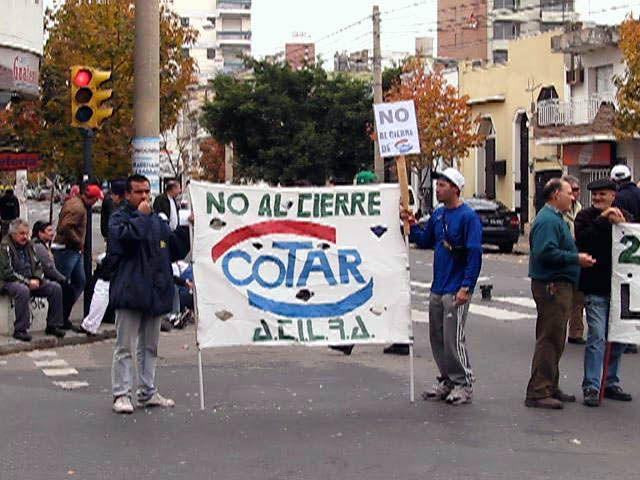 Obreros de Cotar manifiestan en Trabajo en defensa de su fuente laboral