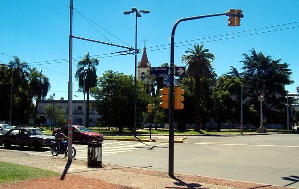 Jésica dijo que logró escapar del auto en que la llevaban sus captores en el semáforo de Mendoza y Provincias Unidas. (foto Archivo)
