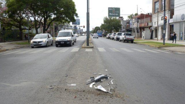contramano. Al huir de los tiros las víctimas chocaron contra otro auto.