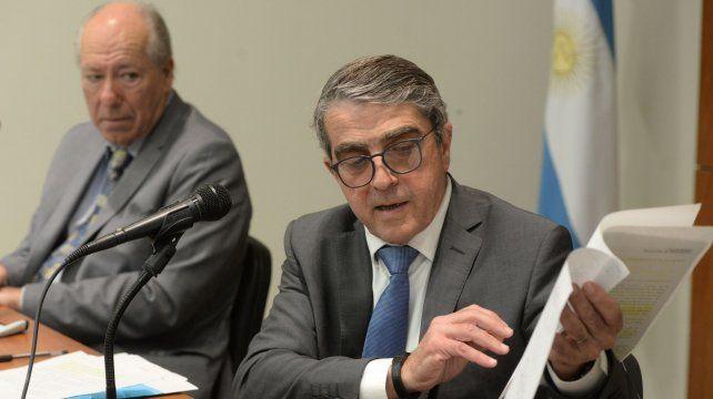 El abogado Luis Vázquez y el senador Armando Traferri durante una conferencia de prensa.