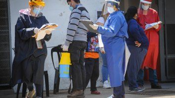 En los centros de salud rosarinos se están haciendo en promedio 480 hisopados diarios.