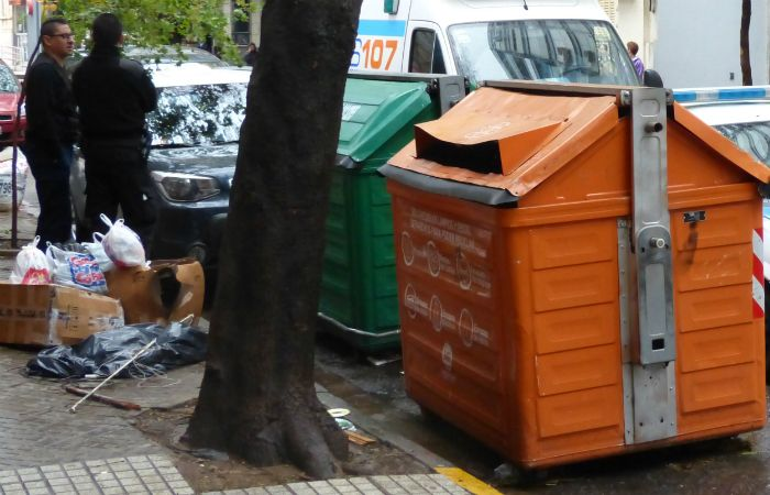 Recién mañana se restablecerá el servicio de recolección. (Foto: Angel Amaya / La Capital)