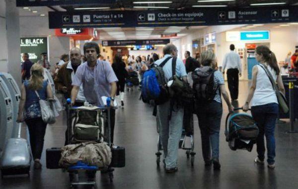 Los pasajeros sufrieron demoras por la medida de fuerza de controladores en Aeroparque.