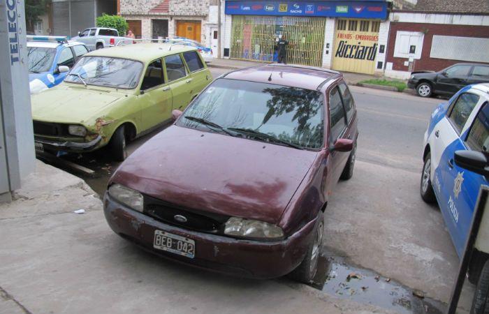 El Ford Fiesta. El auto conducido por el adolescente permanecía en la comisaría 21ª.
