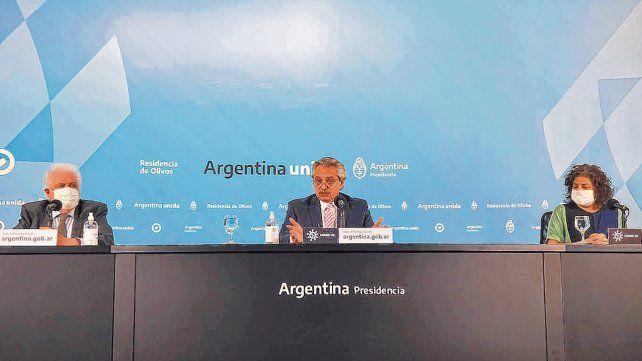 Conferencia en Olivos. El presidente habló flanqueado por el ministro de Salud