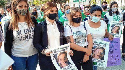 Las hijas de Cecilia Burgadt, a dos años de su femicidio, piden perpetua para el femicida.