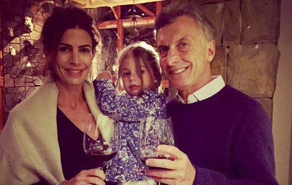 Postal de Año Nuevo. Macri posó para la foto junto a su esposa Juliana Awada y su hija Antonia.