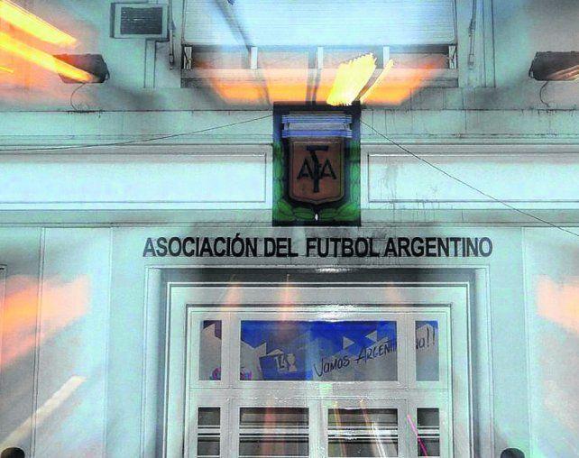 Trabaja y avanza. En la sede de la AFA ayer se pulieron detalles del acuerdo alcanzado en la reunión de anteayer.