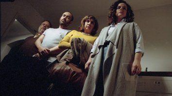 Guillermo Arengo (izquierda) y Pelusa Vidal (centro) protagonizan el filme. Interpretan a un veterinario acusado de maltrato animal y a su paranoica mujer.