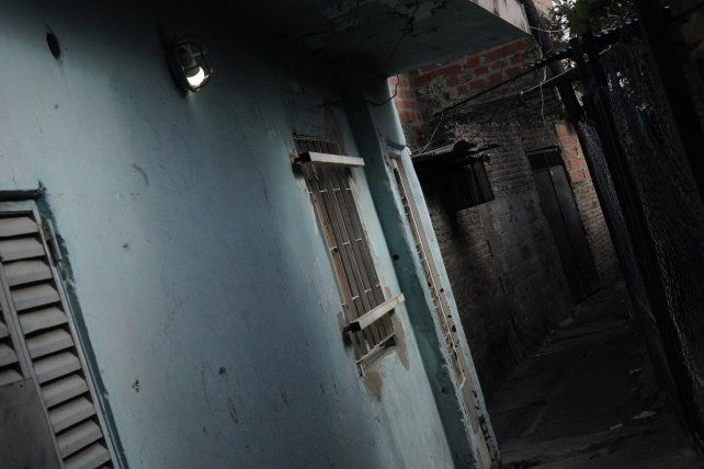La casa de la víctima está ubicada en un pasillo que conecta a las calles Ayacucho y Alem a la altura 4000.