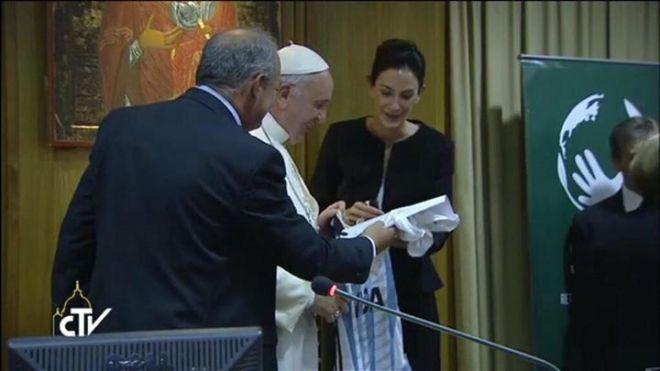 Lucha y  Francisco en el Vaticano.