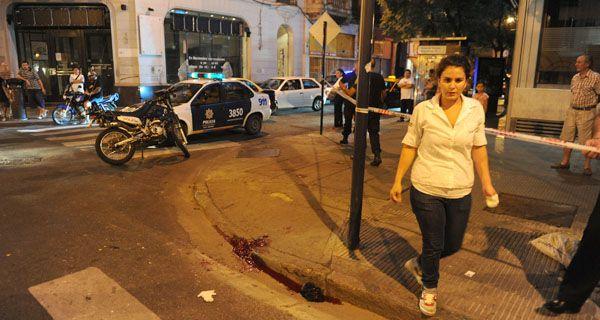 Se mató un policía tras chocar con su moto mientras acudía a un robo