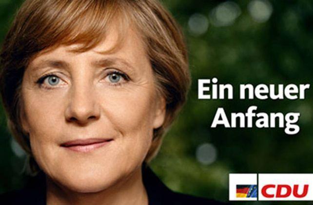 Según pasan los años. Merkel en su campaña de 2005, en la que logró llegar a la Cancillería, puesto que no abandonó hasta hoy.