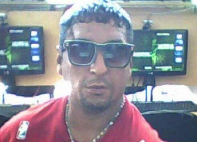 Iván Farías tenía 36 años y se movía en silla de ruedas. Fue asesinado de un puntazo en el pecho en la plaza López del centro de la ciudad.