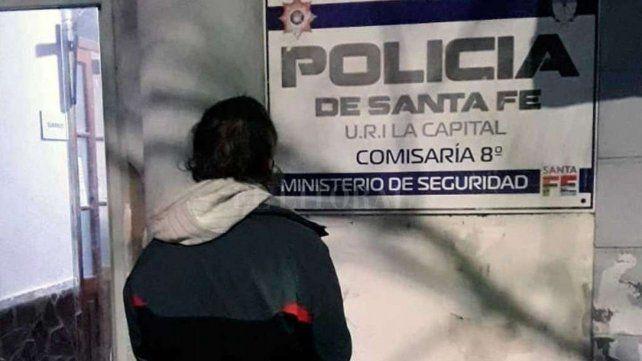 El intento de robo se produjo en el patio de la seccional 8 de policía de la ciudad de Santa Fe. (Foto: gentileza El Litoral)