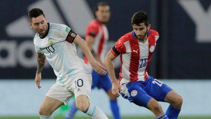 Con Lio. Se especulaba que Scaloni le daría descanso a Messi, sin embargo el capitán juega ante Paraguay.