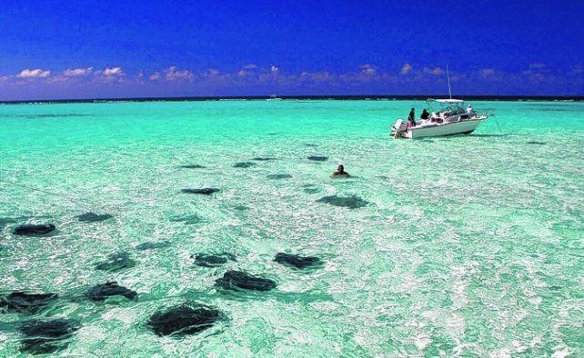 Islas Caimán mantiene sus puertas abiertas al turismo