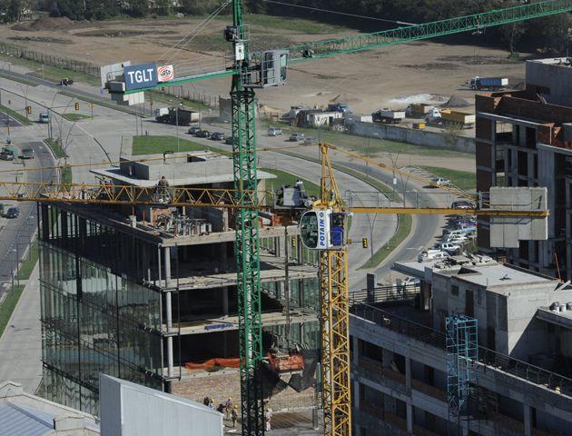 Pese a la suba de los materiales de construcción la obra privada no se detiene.