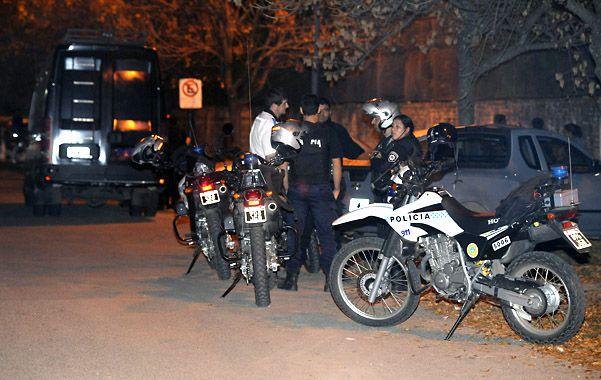 Nerviosismo. Sobre las 21.30 de ayer arribó gente muy alterada por lo que se montó un amplio operativo policial.