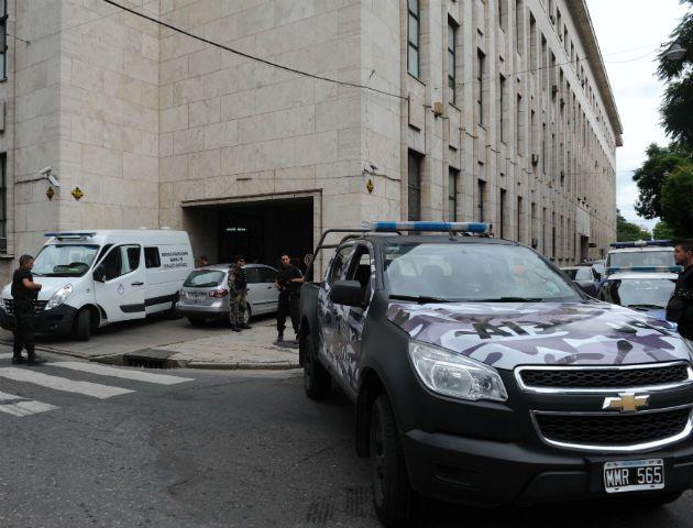 Algunos procesados fueron llevados a tribunales esta mañana. (Foto: N. Juncos)