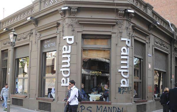 Trío violento. El restaurante asaltado el lunes está en Moreno y Mendoza.