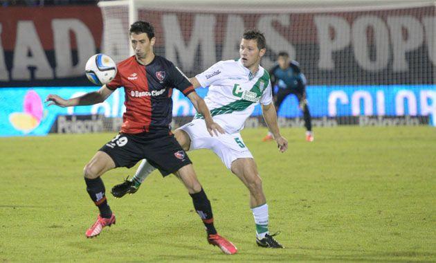 Gallego busca que su equipo reaccione ante el siempre complicado Banfield de Almeyda. (Foto: Angel Amaya)