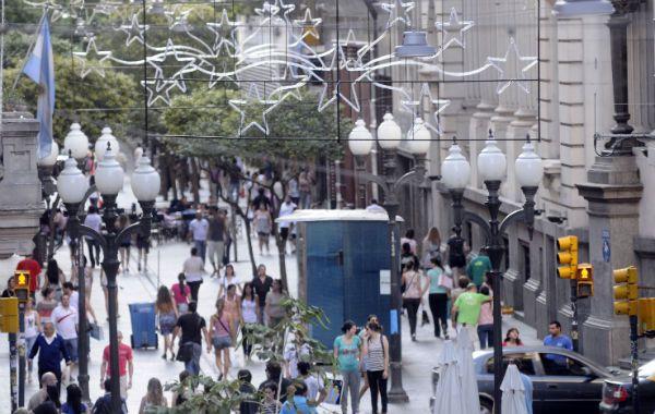 La peatonal Córdoba es una postal rosarina clásica. Con vaivenes económicos y siempre reiventándose