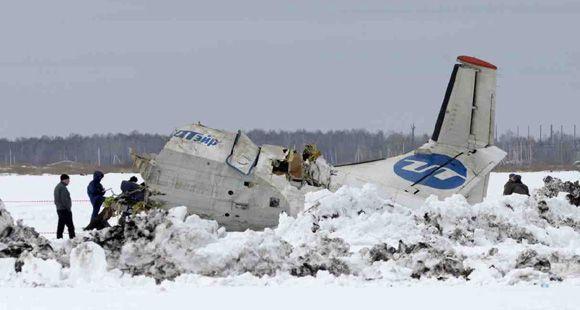 Al menos 31 muertos al estrellarse un avión de pasajeros en Rusia