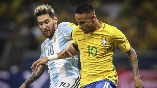 Los fanáticos del fútbol esperan nuevo choque entre Messi y Neymar en el clásico sudamericano.
