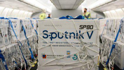 Medio millón de Sputnik V llegarán a primera hora de este lunes a Ezeiza.