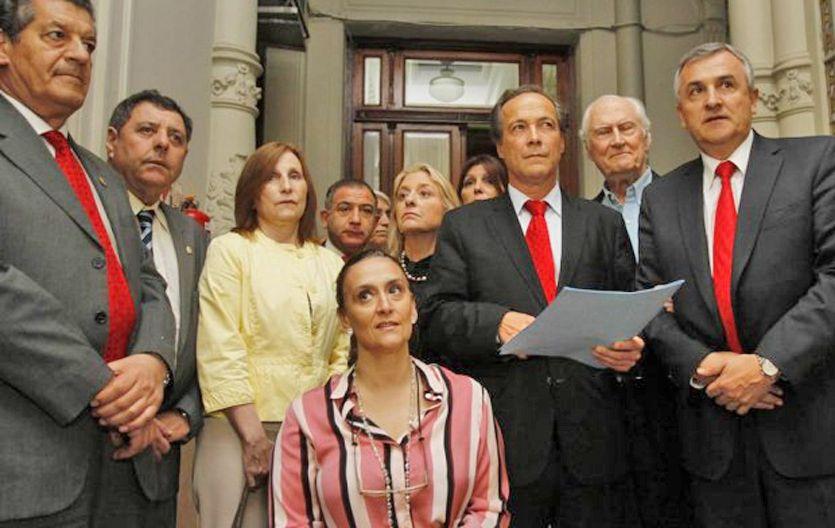 Senadores opositores rubricaron un compromiso para no cubrir el lugar que deja Zaffaroni.