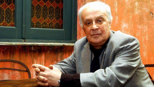 Alberto Migré el 14 de septiembre de 2005 posando en el bar El Cairo