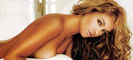 Multan a Paulina Rubio por posar desnuda