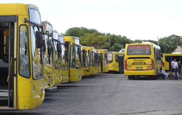 No va más. El jueves pasado la empresa Rosario Bus lanzó un paro que dejó fuera de circulación a las 17 líneas urbanas que administra.