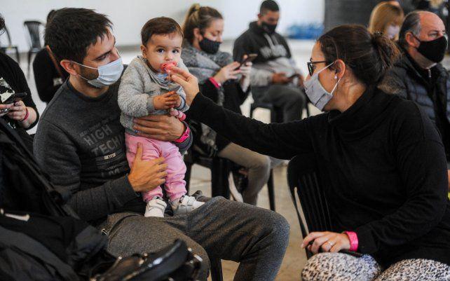 La provincia de Santa Fe sumó 41 mil turnos para vacunarse este fin de semana. Están destinados a personas menores de 30 años que se inocularán entre este viernes y el domingo en todo el territorio.