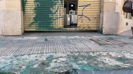 Central: atacaron el frente de un local de Ricardo Carloni y amenazaron a sus hijas