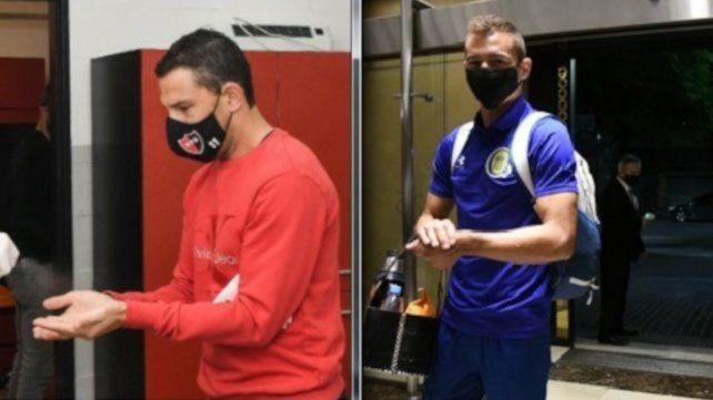Clásicos cuidados. Los referentes Maxi Rodríguez y Marco Ruben lucen el correspondiente barbijo a modo de prevención.