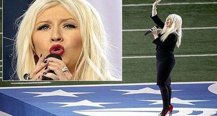 Christina Aguilera causó revuelo al pifiar cuando cantaba el himno de EEUU en el Super Bowl