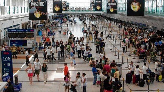 Envían a sus países a pasajeros llegados de lugares de riesgo