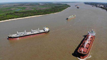 El 1º de julio último, a través del decreto 427, el presidente Alberto Fernández determinó el pasaje de la hidrovía de manos de la última concesión privada al control estatal por el término de un año.