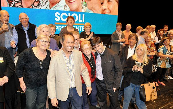 Daniel Scioli encabezó ayer un encuentro de jubilados en Mar del Plata.