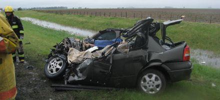 Cinco muertos al chocar un camión y un auto en la ruta 33 cerca de Rufino