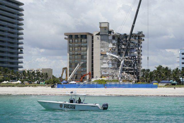 La catástrofe de Miami obligó a nuevs inspecciones. Una de ellas derivó en una evacuación obligatoria.