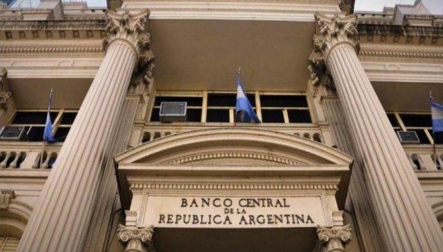 El Banco Central balancea emitiendo pesos que incrementan el pasivo de la entidad y para evitar una fuerte suba de inflación los absorbe a una tasa del 38% anual.